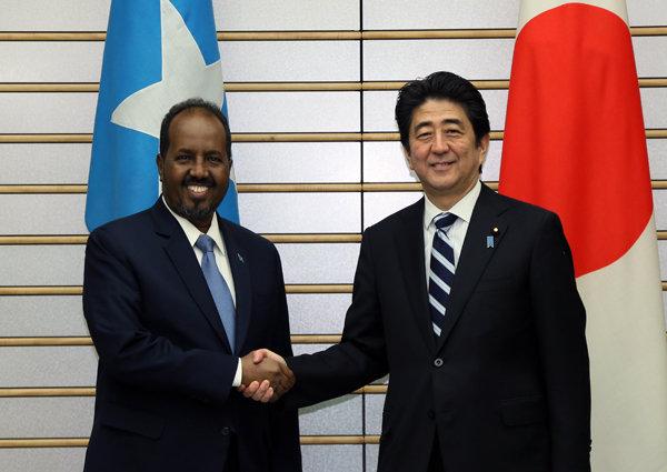 3月13日のできごと(何の日)【安倍晋三首相】ソマリア大統領と会談