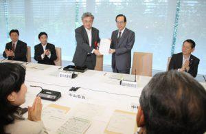 6月13日は何の日【消費者行政推進会議】最終報告書を福田首相に提出