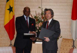 5月14日は何の日【小泉純一郎首相】セネガル・ワッド大統領と会談