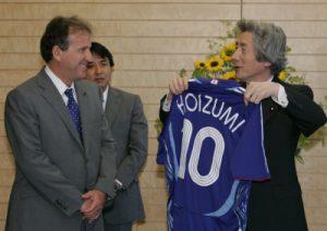 5月16日は何の日【小泉純一郎首相】サッカー日本代表・ジーコ監督らが表敬訪問