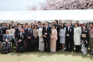 4月17日は何の日【鳩山由紀夫首相】「皆さんは鳩山政権の雨天の友です」