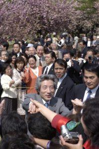 4月17日は何の日【小泉純一郎首相】「桜を見る会」開催