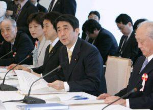 5月18日は何の日【安倍晋三首相】「安全保障の法的基盤の再構築に関する懇談会」に出席