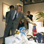 4月18日のできごと【小泉純一郎首相】「FUROSHIKI」展を視察