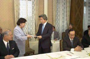 6月19日は何の日【小泉純一郎首相】男女共同参画会議に出席