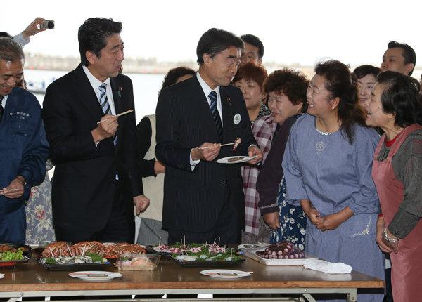 10月19日のできごと(何の日)【安倍晋三首相】福島県を視察