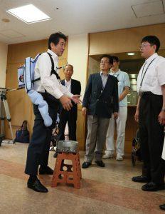 6月19日は何の日【安倍晋三首相】ロボットの活用現場を視察