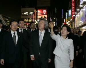5月19日は何の日【小泉純一郎首相】夜の歌舞伎町を視察