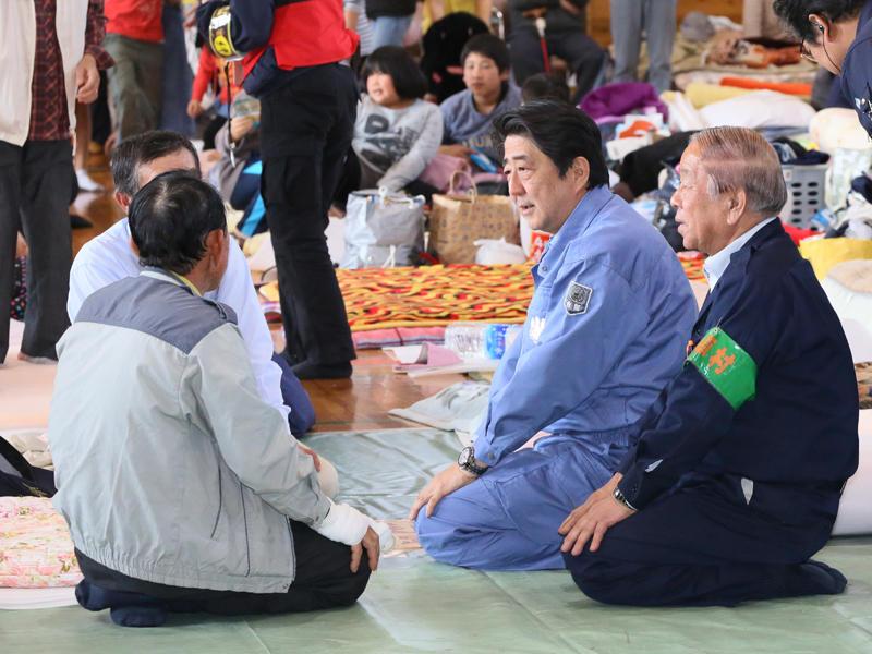 4月29日のできごと(何の日)【安倍晋三首相】熊本、大分両県を視察