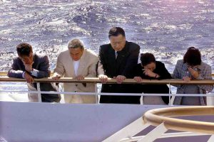3月20日は何の日【森喜朗首相】えひめ丸事故現場を訪問