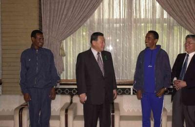 4月20日のできごと(何の日)【森喜朗首相】カクマ難民ランナーが表敬訪問