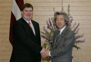 4月20日は何の日【小泉純一郎首相】ラトビア共和国首相と会談