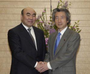 4月21日は何の日【小泉純一郎首相】キルギス共和国大統領と会談