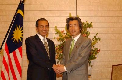 5月21日のできごと【小泉純一郎首相】マレーシア・マハティール首相と会談