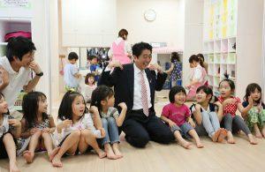 5月21日は何の日【安倍晋三首相】横浜市の保育施設を視察