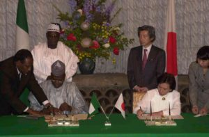 5月22日は何の日【小泉純一郎首相】ナイジェリア大統領と会談