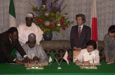 5月22日のできごと(何の日)【小泉純一郎首相】ナイジェリア大統領と会談