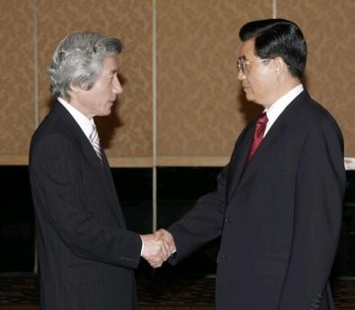 4月23日のできごと(何の日)【小泉純一郎首相】中国・胡錦濤国家主席と会談