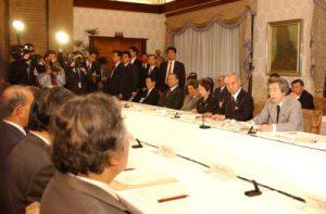 4月23日は何の日【小泉純一郎首相】中央防災会議に出席