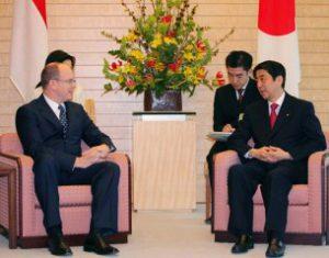 4月23日は何の日【安倍晋三首相】モナコ公国・アルベール2世公と会談