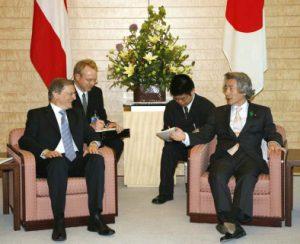 4月24日は何の日【小泉純一郎首相】オーストリア首相と会談