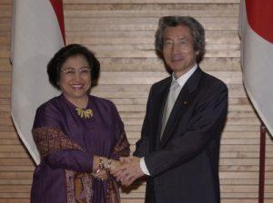 6月24日は何の日【小泉純一郎首相】インドネシア・メガワティ大統領と会談