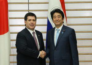 6月25日は何の日【安倍晋三首相】パラグアイ大統領と会談