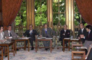 5月25日は何の日【小泉純一郎首相】産業構造改革・雇用対策本部会議に出席