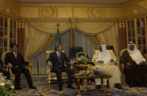 5月25日は何の日【小泉純一郎首相】サウジアラビア首脳と会談