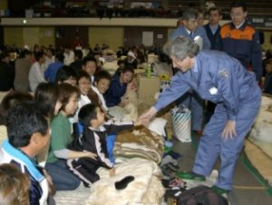 3月26日は何の日【小泉純一郎首相】福岡県西方沖地震被災地を視察