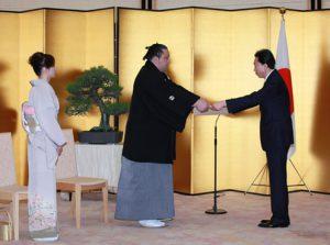 4月26日は何の日【鳩山由紀夫首相】「自分も魁皇のように長く続けたい」