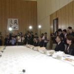 4月27日の主なできごと【小泉純一郎首相】安全保障と防衛力に関する懇談会」に出席