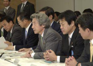 5月27日は何の日【小泉純一郎首相】知的財産戦略本部会合に出席