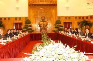 4月27日のできごと(何の日)【小泉純一郎首相】ベトナム首脳と会談
