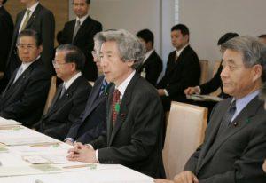 4月28日は何の日【小泉純一郎首相】犯罪被害者等施策推進会議に出席