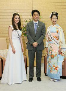 5月28日は何の日【安倍晋三首相】日米さくらの女王が表敬訪問