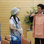 5月29日のできごと【安倍晋三首相】長袖の「かりゆし」にご満悦
