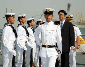 4月29日は何の日【安倍晋三首相】派遣活動中の海自部隊を激励