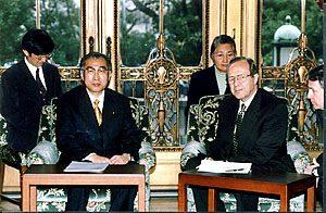 3月10日は何の日【小渕恵三首相】米・ペリー政策調整官と会談