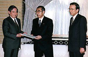 3月16日は何の日【公務員制度調査会】小渕首相に答申