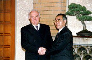 3月4日は何の日【小渕恵三首相】グルジア大統領と会談