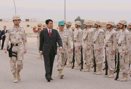 5月1日のできごと(何の日)【安倍晋三首相】クウェートで空自部隊を激励