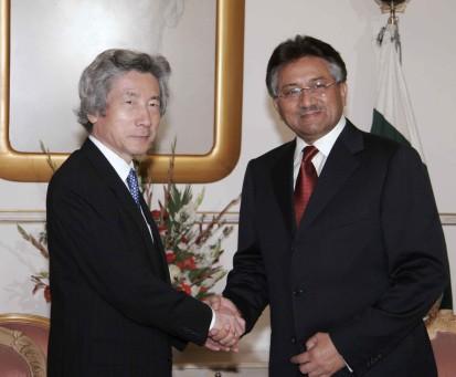 4月30日のできごと(何の日)【小泉純一郎首相】パキスタン大統領と会談