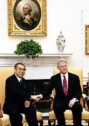 5月3日のできごと(何の日)【小渕恵三首相】米・クリントン大統領と会談