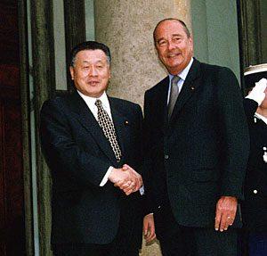 5月2日は何の日【森喜朗首相】仏・シラク大統領と会談