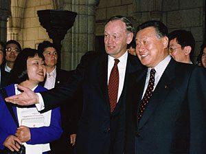 5月4日は何の日【森喜朗首相】カナダ・クレティエン首相と会談