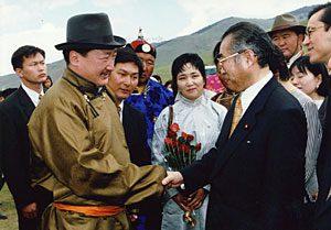 7月10日は何の日【小渕恵三首相】モンゴル首脳と会談