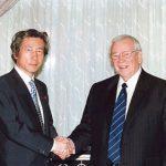 7月9日のできごと(何の日)【小泉純一郎首相】ベーカー駐日米大使と会談