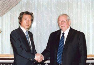 7月9日は何の日【小泉純一郎首相】ベーカー駐日米大使と会談