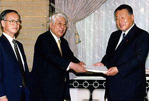 7月14日は何の日【税制調査会】中期答申を森喜朗首相に提出